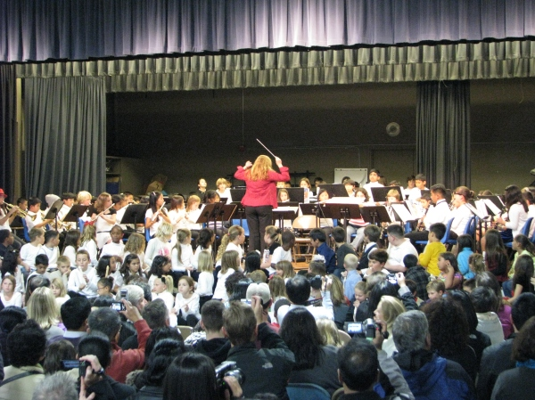 Chris Immesoete Leads Elementary School Student Musicians from Across Dublin