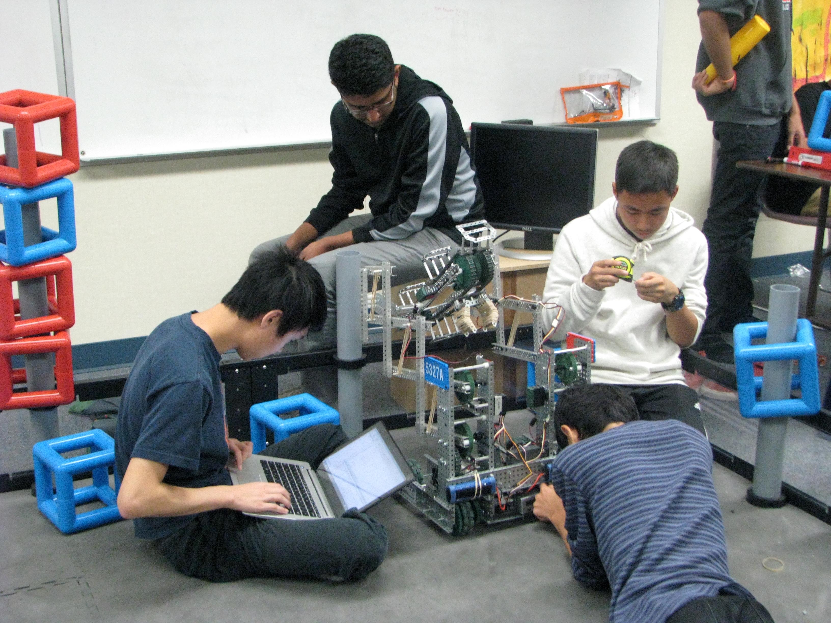 Dublin High School Robotics Club 5   OneDublin.org