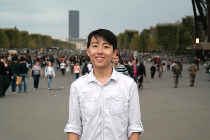 Andrew Song with Eiffel Tower crowd