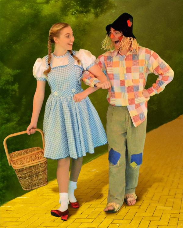 2-Dorothy and Scarecrow