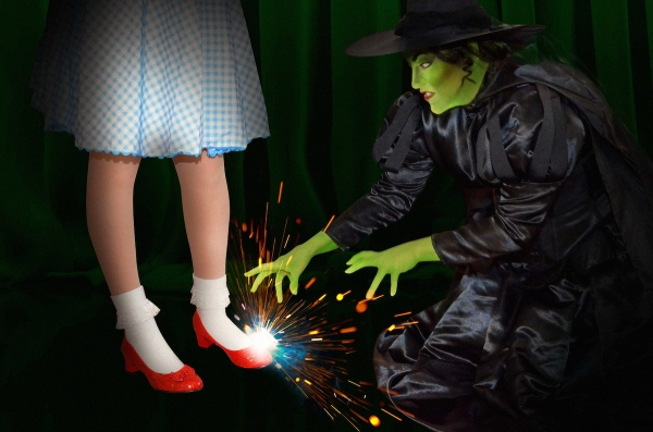 5-Wicked Witch and Dorothy